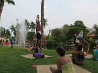 Acroyoga and slackline in the park